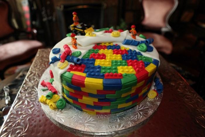 Lego_cake